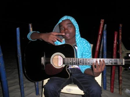 Mbaramwezi_Aslay_gitaa