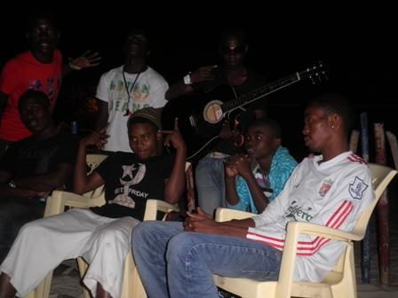 Mbaramwezi_mkubwa_na_wanawe