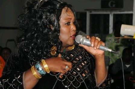 Khadija Kopa amtungia wimbo mwizi aliyeiba gari lake - Bongo5.com