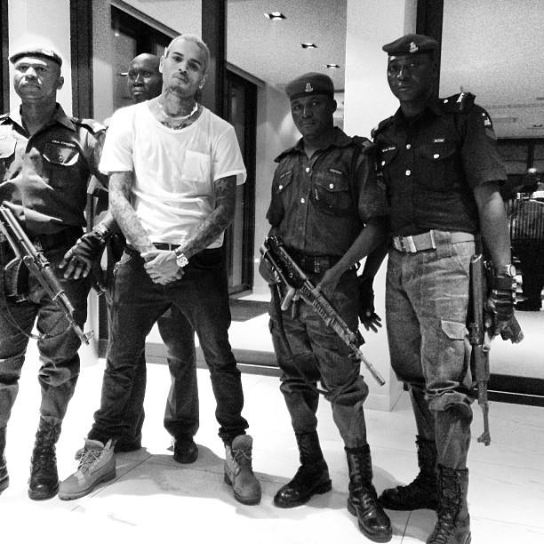 Chris Brown akiwa na ulinzi mkali Nigeria