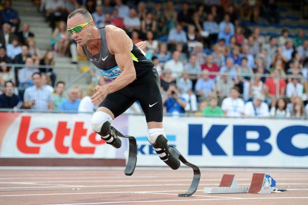 Oscar-Pistorius-in-his=bladed-metallic-limbs