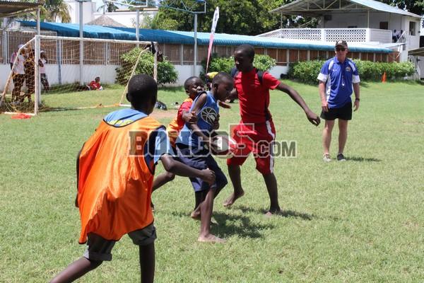 wanafunzi wakicheza mchezo wa Rugby