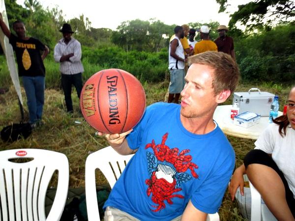 Shabiki wa Basketball ALEX kutoke Australia akionyesha manjonjo ya kuchezea mpira katika Basketball tournament hapo jana.