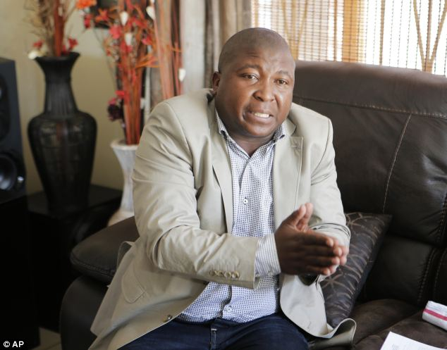 Photo of Mapya yaibuka kuhusu Mkalimani 'feki' wa Afrika Kusini, yadaiwa aliwahi kutuhumiwa kuua, kubaka na alifungwa miaka 3 kwa wizi
