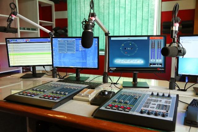 E-FM-STUDIO-13