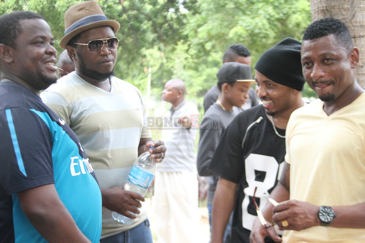 Tunda Man, Kassim Mganga wakiwa na wadau wa muziki