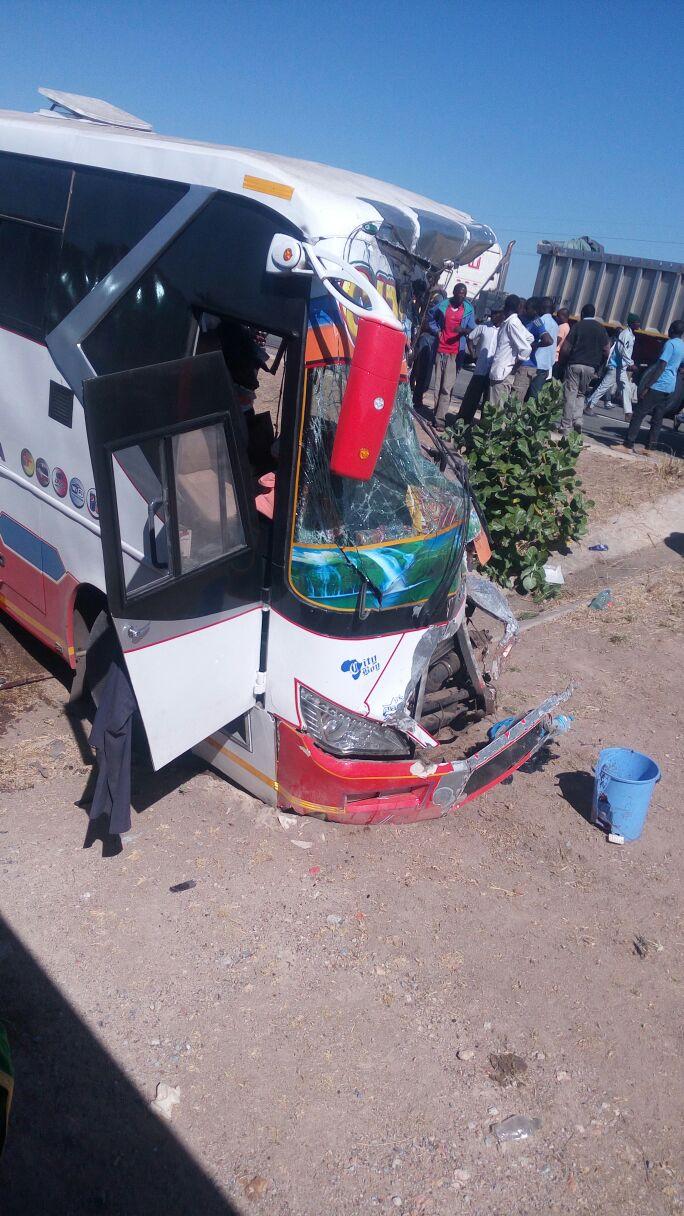 Photo of Ajali mbaya ya mabasi mawili ya kampuni moja yaua 29 Singida