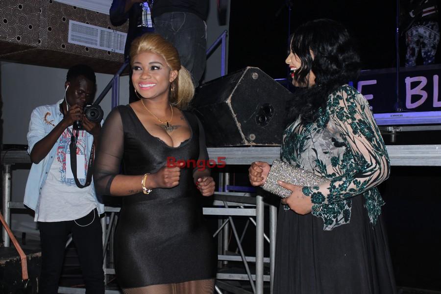 Shilole akisakata rumba na Esha Buheti