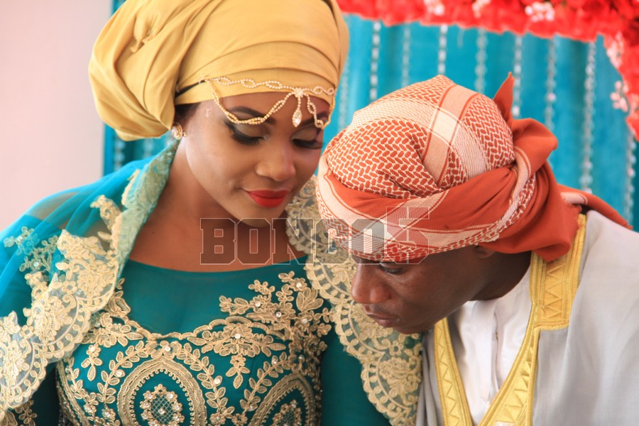 Shamsa akiwa na mume wake, Rashidi Said aka Chidi Mapenzi