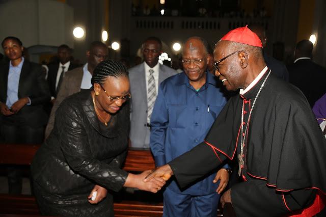 Photo of Picha: Rais Magufuli na Mkewe washiriki ibada ya Majivu