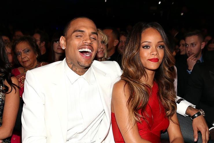 Photo of Chris Brown aanza kujisogeza kwa Rihanna