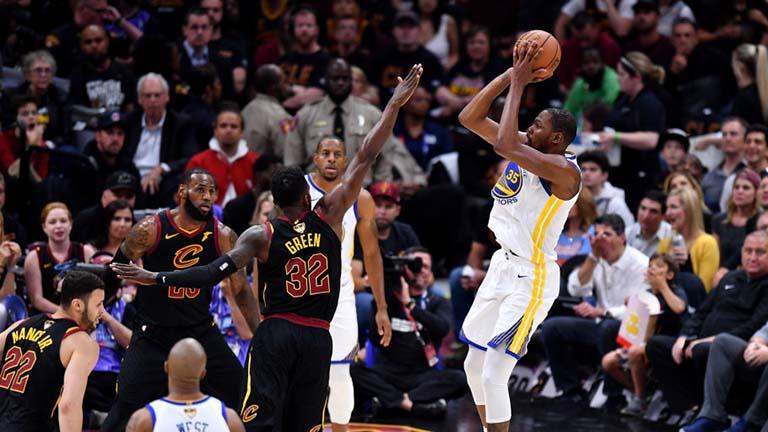 Fainali ya NBA: Golden State Warriors yaendelea kuinyanyasa Cavaliers