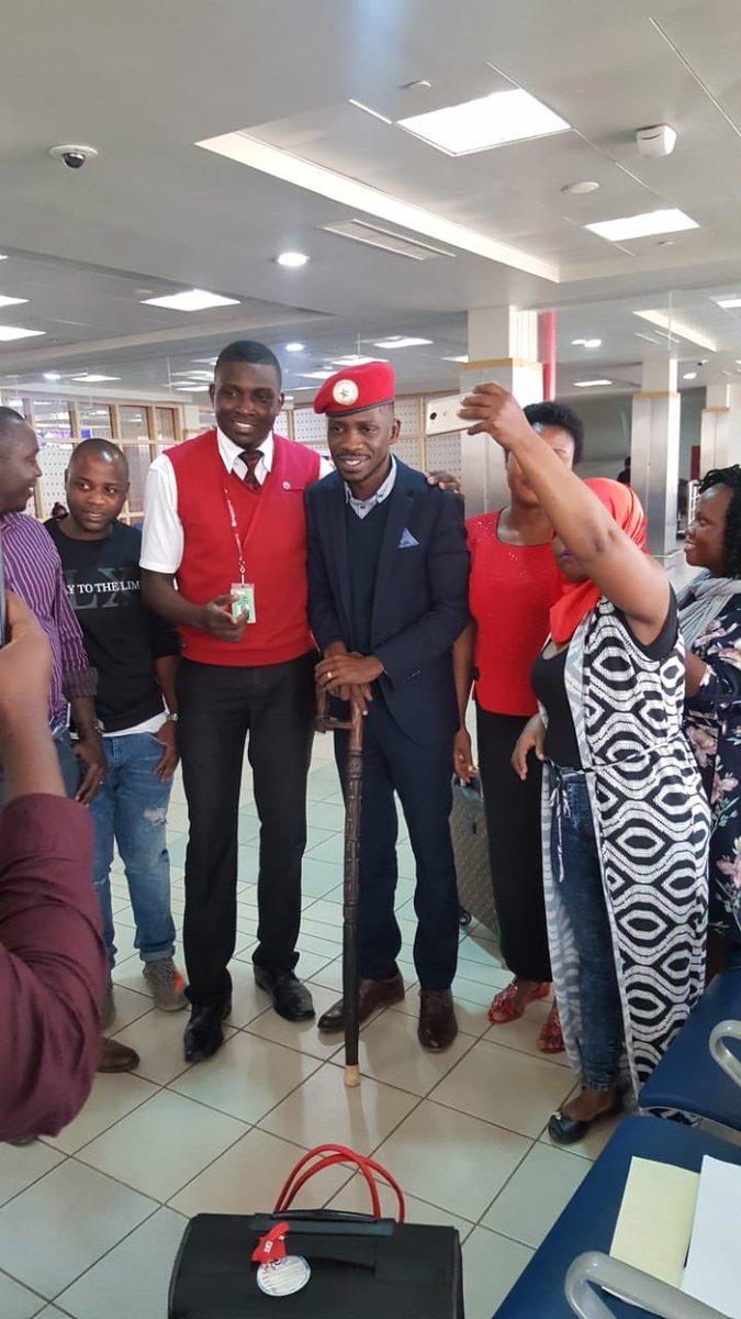 Bobi Wine akamatwa na jeshi la polisi Uganda, waandishi wa habari na wananchi warushwa kichura