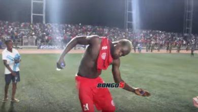 Photo of Shuhudia mbwembwe za beki wa Simba, baada ya kufuzu hatua ya fainali Mapinduzi Cup, licha ya kukosa mkwaju wa Penati (+ Video)