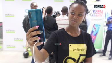 Photo of Simu ya kwanza yenye kamera kubwa zaidi ya mbele duniani, Yazinduliwa Tanzania (+Video)