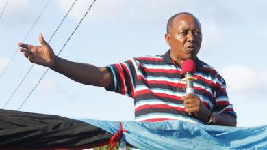"""Photo of Fredrick Sumaye atangaza kujiondoa CHADEMA rasmi, amtupia lawama Mbowe """"Sijalipwa na chama chocote – Video"""