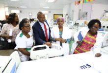 Photo of NMB yakabidhi vitanda 15 vyenye thamani ya milioni 45 kwa ajili ya chumba cha ICU cha watoto hospitali ya Muhimbili
