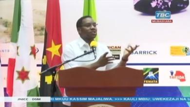 """Photo of RC Makonda ahofia 'viashiria' silaha za Kibaiolojia """"Pengine Mtu kakaa Maabara katengeneza hawa Nzige"""" (+Video)"""