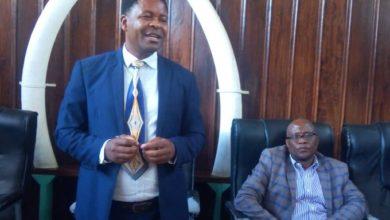 Photo of Aliyekuwa Meya wa Manispaa ya Iringa Alex Kimbe, akabidhi ofisi pamoja na gari aliokuwa anatumia na kuzungumza haya – Video