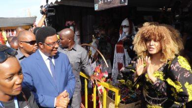 Photo of Wolper: Nilitaka nimshonee Waziri Mkuu shati lakini sikujua saizi yake ndio mana nikampa kitenge  (+Video)