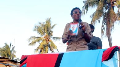 Photo of Mgombea Ubunge jimbo la Kawe kupitia CHADEMA, Halima Mdee akiomba kura (+Video)