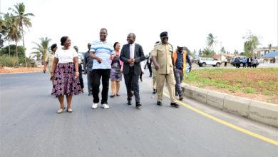 Photo of RC Kunenge aridhishwa na hatua za utekelezaji wa maagizo aliyotoa Rais Magufuli juu ya miradi Dar Es Salaam