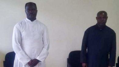 Photo of Rwanda yawachukulia hatua mapadri kwa kuendesha misa bila muongozo wa kuzuia corona