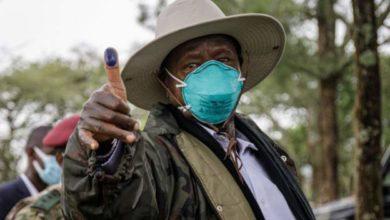Photo of Matokeo ya uchaguzi Uganda 2021:Rais Museveni aongoza katika kura zilizohesabiwa   ( + Video)