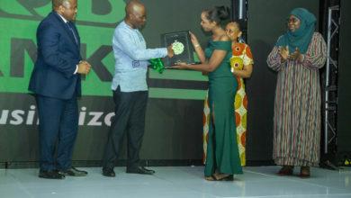 Photo of Dkt. Ndungulile afurahishwa na huduma ya kufungua akaunti kidijitali CRDB kupitia SimBanking